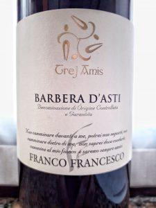 Barbera D'Asti Trej Amis, il vino rosso che scalda anima e cuore di chi lo beve.