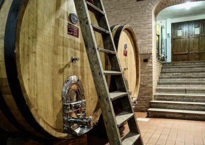 cantina-invecchiamento-vino-botti-rovere-franco-framcesco