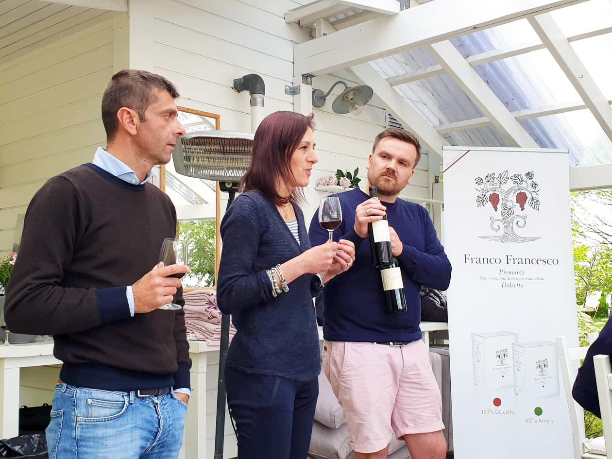 La nostra export manager, Tiziana Valbusa, insieme al titolare della cantina  Franco Francesco, Franco Maurizio e a uno dei soci Structure Wines AS, Sverre Magnus Holen